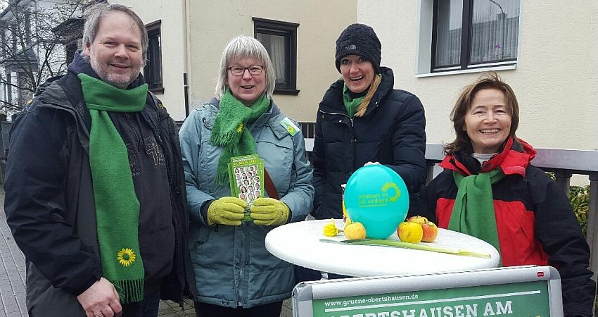 Wahlstand Hausen: (v.l) Oliver Bode (Listenplatz 04), Felicia Proschitzki (Listenplatz 03), Claudia Voskamp (Vorstandssprecherin) und Anne Langheinrich (Litenplatz 07)