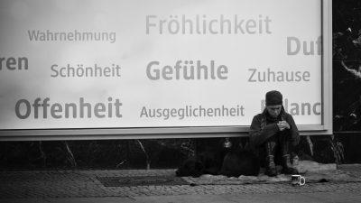 """Fröhlichkeit, Gefühle, Offenheit"" by Sascha Kohlmann , used under CC BY / Customized from original"